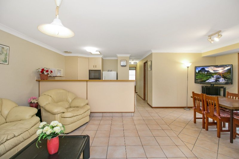 Walker Avenue 2 - Cheap and cheerful in Palm Beach!, vacation rental in Burleigh Waters