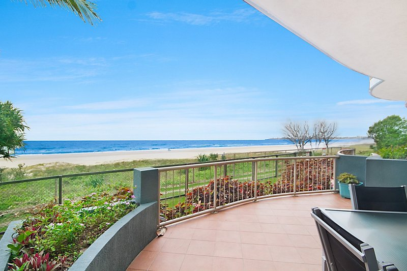 Seacrest 2 - Absolute Beachfront Tugun, vacation rental in Burleigh Waters