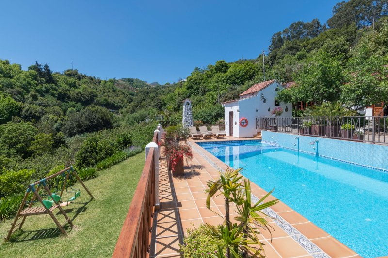 Holiday cottage with shared pool in Fontanales, aluguéis de temporada em Fontanales