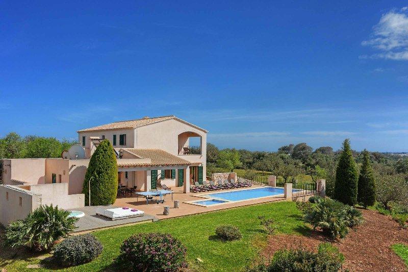 Villa Xiquetes, holiday rental in Cala Ferrera