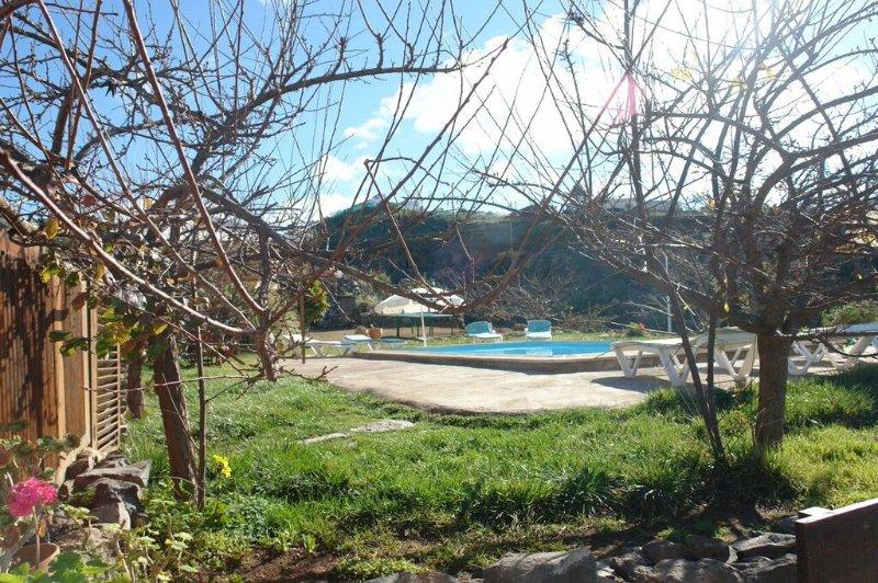 Casa con Piscina en Taucho con Vistas a La Gomera Tenerife Sur jardines y piscina