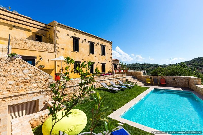 Villa Zeus II villa on Crete with pool, self catered villa with pool and view, h, vacation rental in Melidoni
