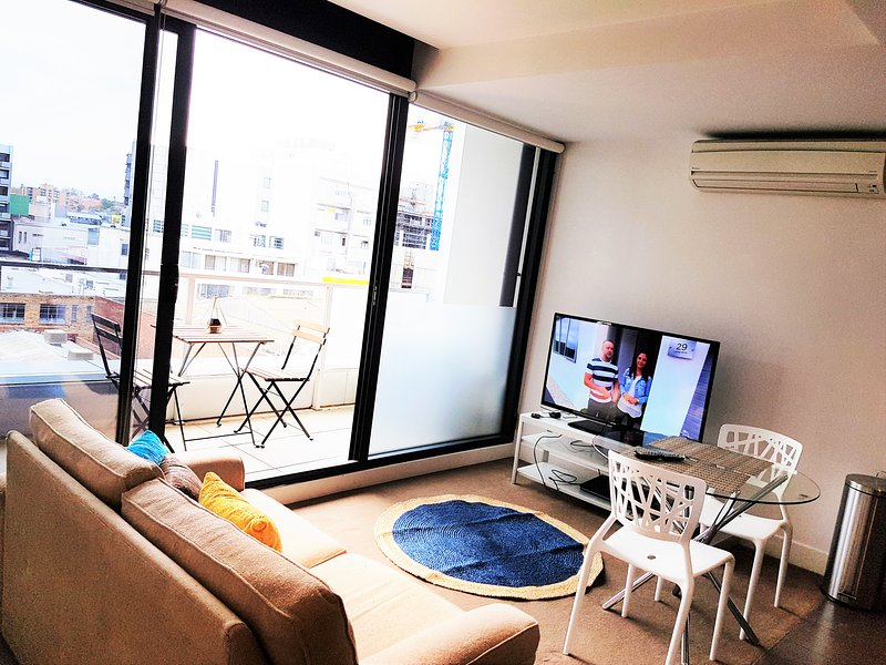 One Bedroom Apartment with Free wifi, holiday rental in Toorak