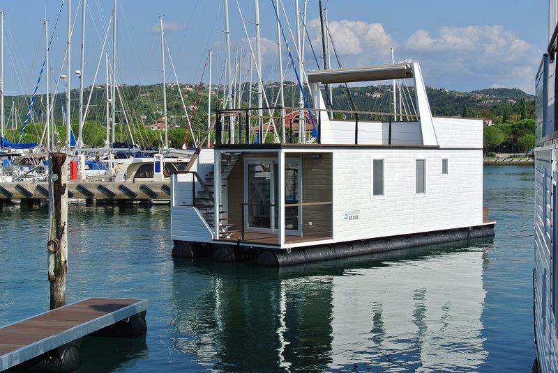 Mit Floating House CoCo Natur im  Whirlpool auf dem Sonnendeck genießen!, holiday rental in Portoroz