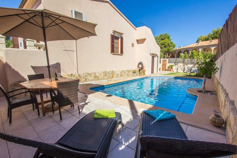 Repost - Gemütliches Ferienhaus mit privatem Pool 120 Meter vom Strand, location de vacances à Cala Ratjada