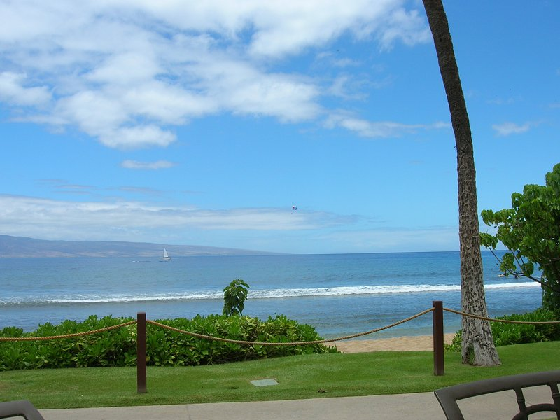 Fabulous Ocean Front Villa - Sleeps 8 - Full kitchen - new towers - 2 bed/2 bath, holiday rental in Lanai