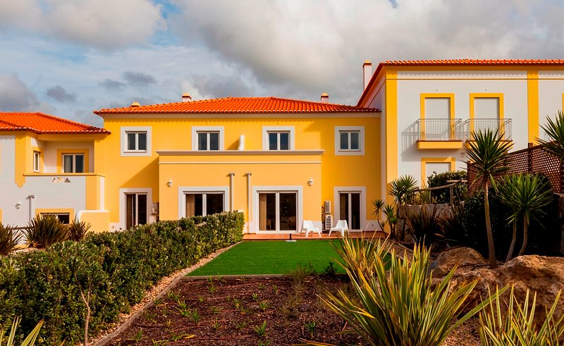 Holiday House with Pool - Silver Coast Residence L, vacation rental in Areia Branca