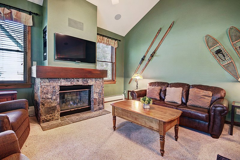 Great for Summer with Access to Amazing Pool-Right off Main Street Breckenridge!, holiday rental in Breckenridge
