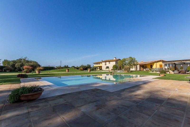 Borgo la Collinetta swimming pool in the park