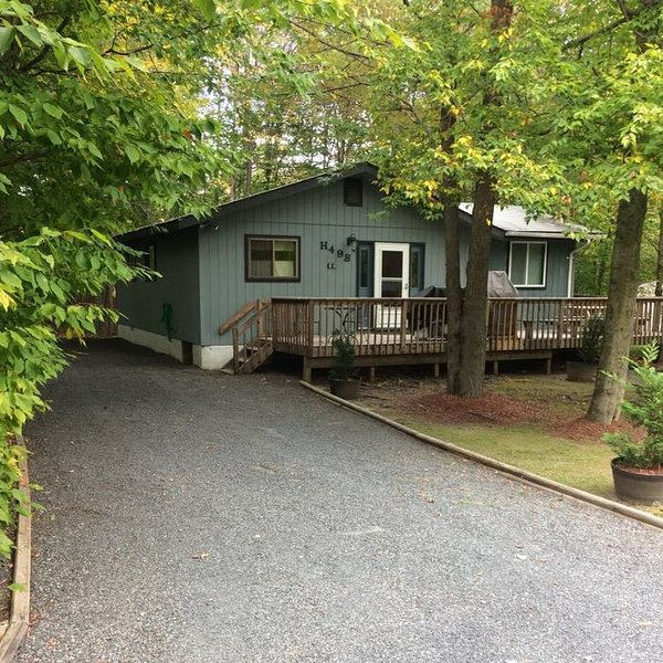 Mt. Pocono area, 3bd, 2bth, w/spectacular hot tub, vacation rental in Tobyhanna