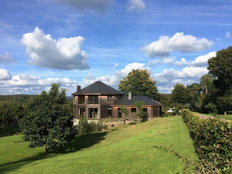 Gite de la Semois : une maison ronde en bois, 100 % nature, casa vacanza a Florenville