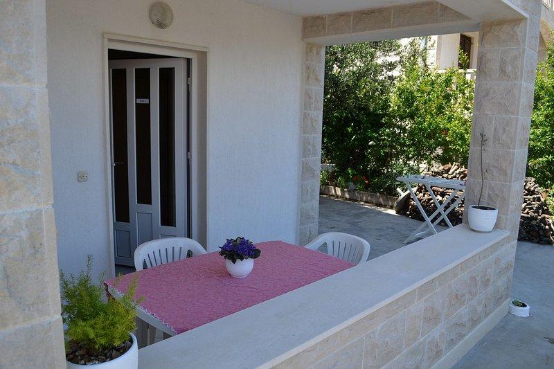 SA-Iris(3): terrace