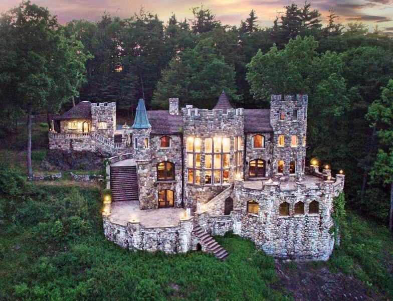 Castle Highlands et The Cottage Castle.