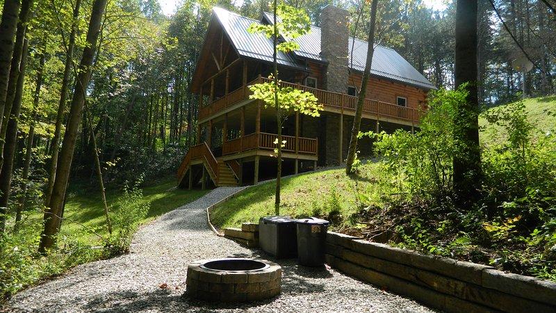 Serenity Now at Trickle Creek at Hocking Hills, location de vacances à Sugar Grove