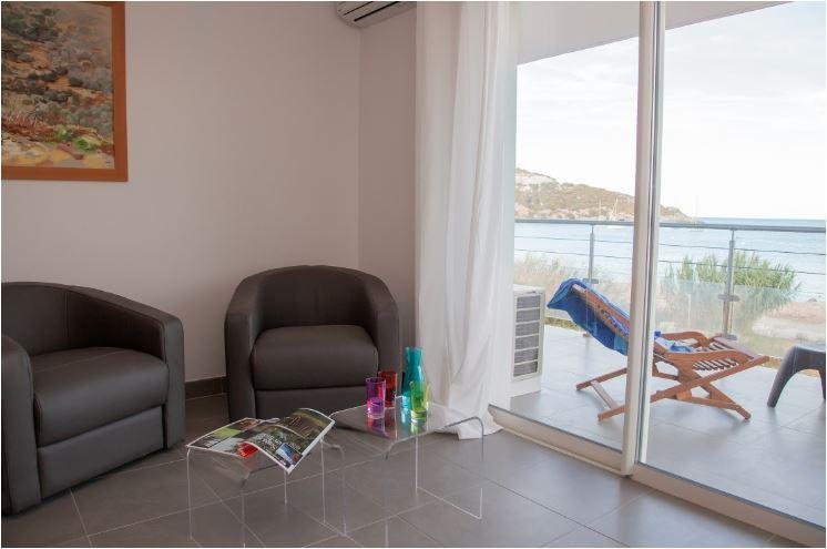 Family-Friendly Luxury Suite w/ Free Parking & Water Sports – semesterbostad i Ersa