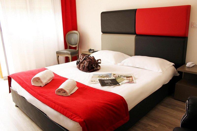 Adonis Aix Master Bedroom