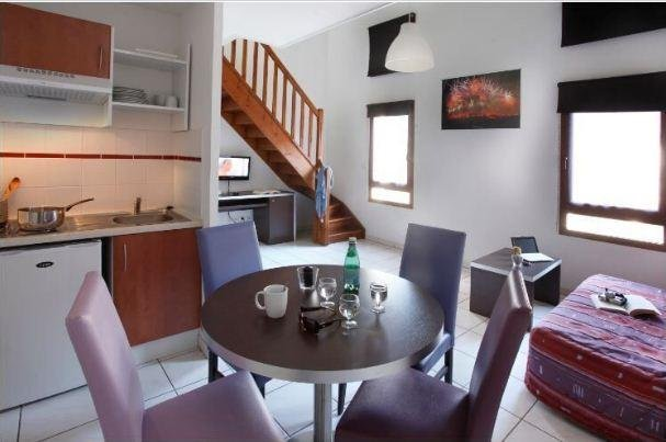 Cozy Apt at the Foot of the City w/ Free WiFi, TV & Complex Fitness Area, holiday rental in Cavanac