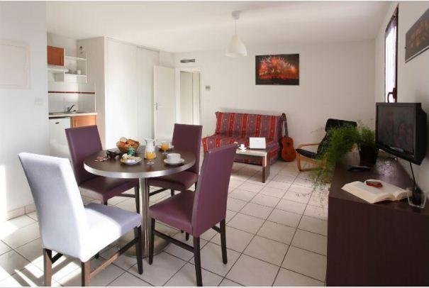 Cozy Studio at the Foot of the City w/ Free WiFi, Kitchenette & TV, holiday rental in Cavanac