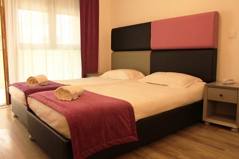 Adonis Aix Fourth Bedroom