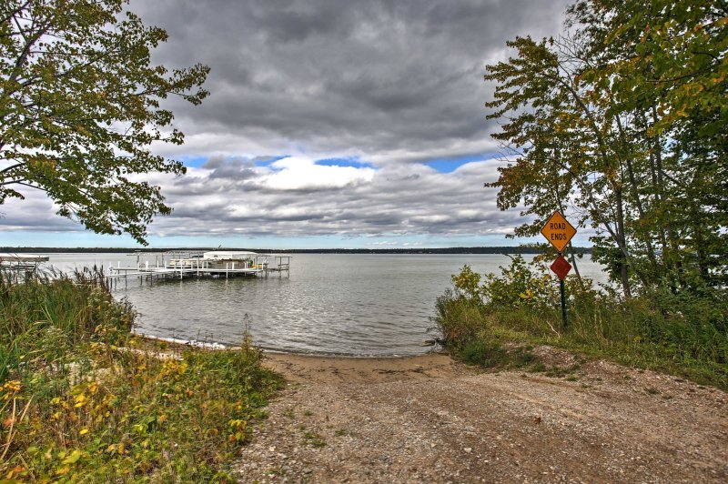 You'll be steps from endless lake activities!