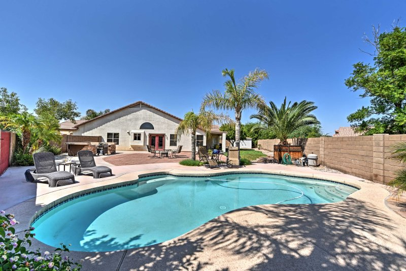 Let this spectacular Avondale vacation rental home serve as your own personal slice of paradise in sunny Arizona!