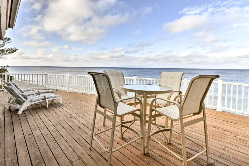 Escape to your summer retreat at this Englewood 5-bedroom vacation rental house!