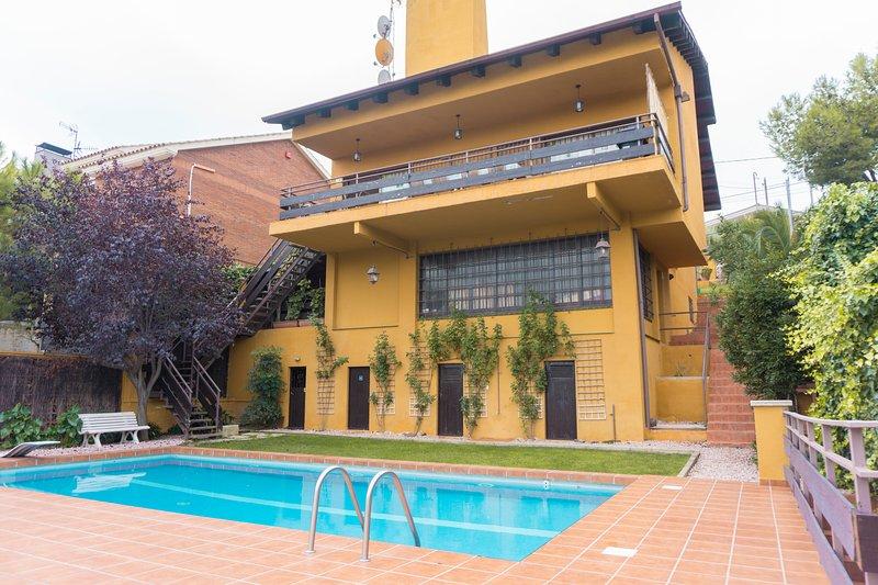 Villa Bellamar, Casa con piscina y vista al mar y montaña., holiday rental in Gava