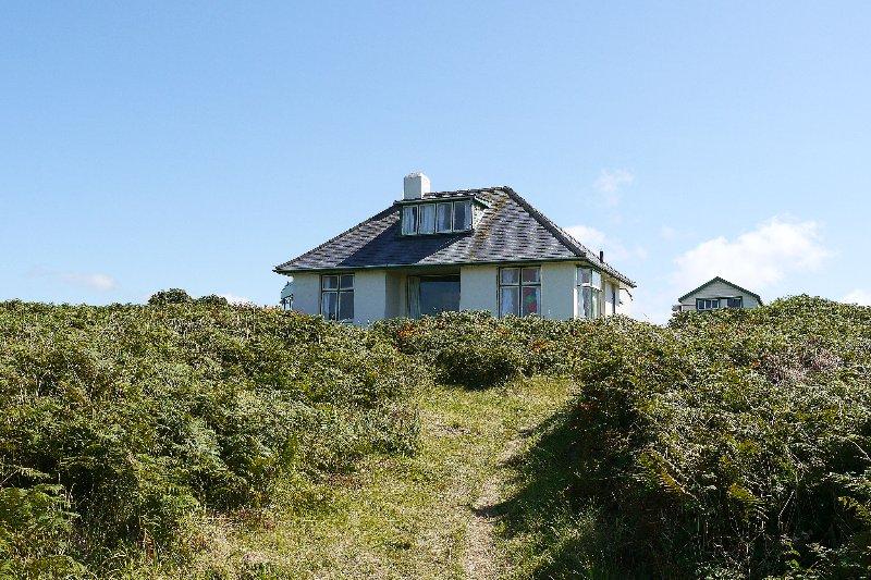 Llyndir - St Davids - Coastal cottage overlooking Whitesands Bay, holiday rental in St Davids