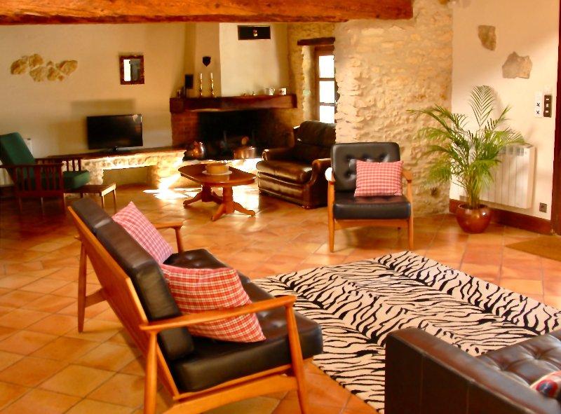 Les Acacias living area
