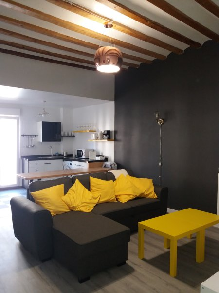 PRECIOSO APARTAMENTO EN CASCO ANTIGUO, holiday rental in Fuenmayor