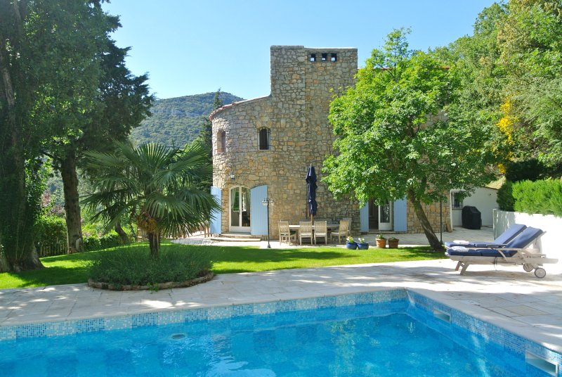 Renovated Stone Mas with stunning views and heated pool, holiday rental in Seillans