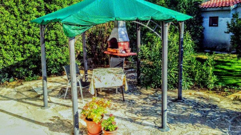 Jardin privé pour griller et un temps de repas ou un café en plein air