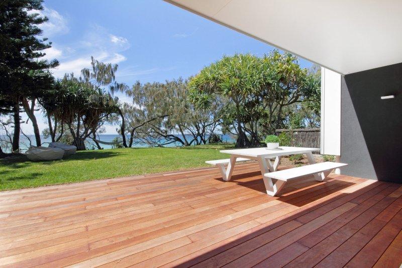 Luxury Beachfront - The Ultimate Beach House, vacation rental in Warana