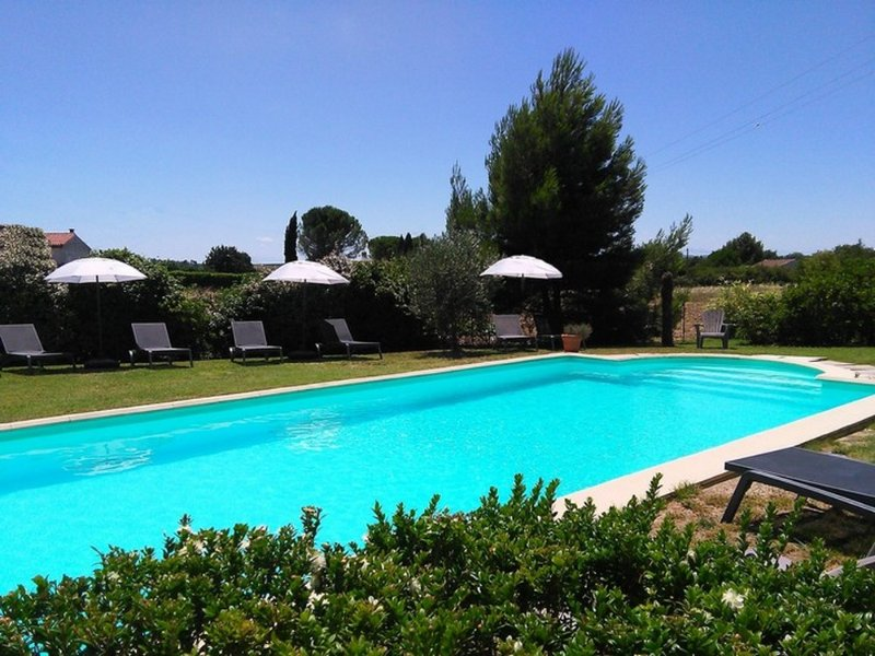 Gite 2, holiday apartment, heated pool, beautiful setting, 5 miles Carcassonne, vacation rental in Aragon