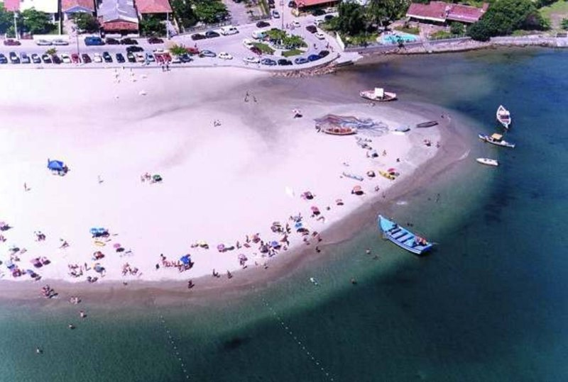 AERIAL VIEW OF RODS POINT BEACH