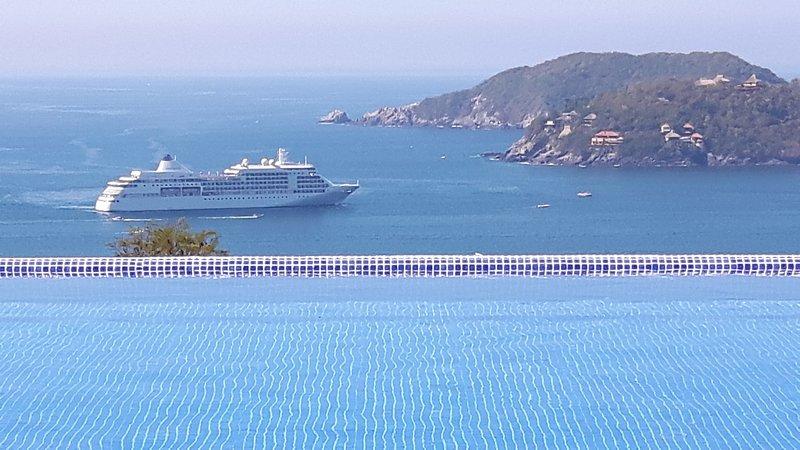 Villa with 2 pools and 5 bedrooms 'Casa Monarca', holiday rental in Zihuatanejo