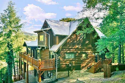 Buiten Vooraanzicht van Waters Edge Lodge