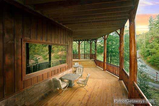 First Floor Deck met Eating Area Waters Edge Lodge