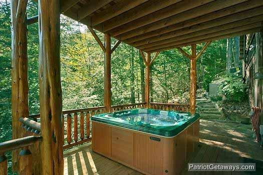 First Floor Deck met Hot Tub at Waters Edge Lodge