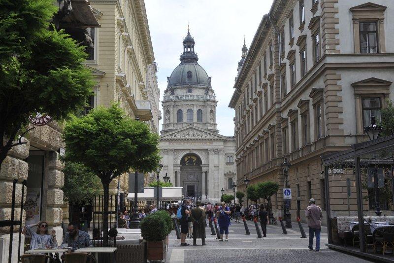 Ao sair do edifício e mergulhar no centro histórico de ...