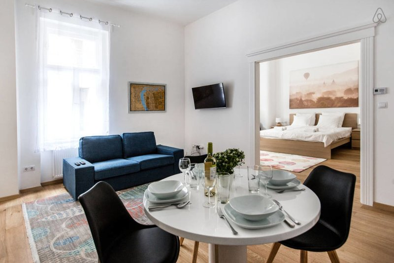 Basilica Dream Home In The Absolute Center w 2BR, vacation rental in Budapest