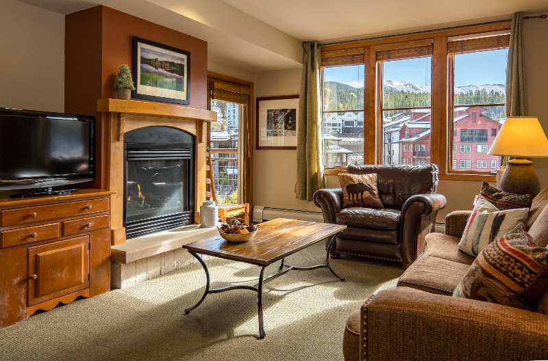 Elegant mountain furnishings and pristine peak views