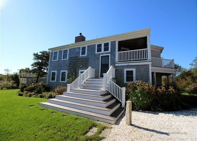BEAUTIFUL CONTEMPORARY CLOSE TO SOUTH BEACH, holiday rental in Edgartown