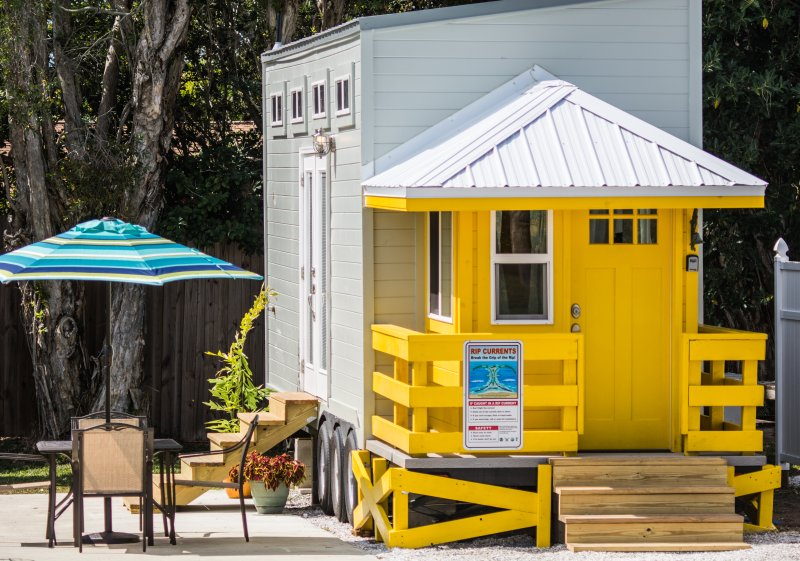 tiny house siesta yellow lifeguard stand tiny house updated 2019 siesta key vacation rental. Black Bedroom Furniture Sets. Home Design Ideas
