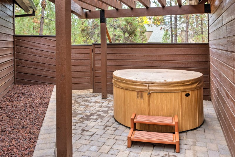Eleven guests can enjoy the relaxing in the hot tub during their stay.