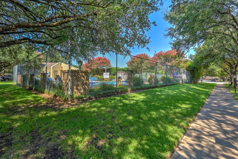 This Texas townhome is the perfect home base for all your Dallas adventures!