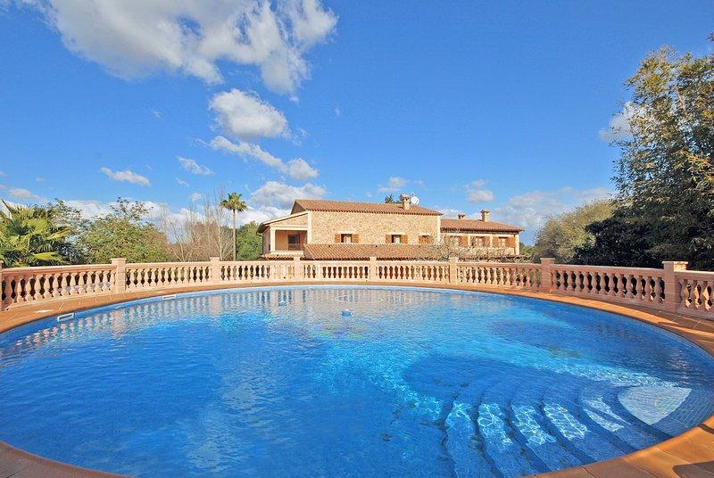 CANTONERA - Spacious house with swimming pool close to Palma, holiday rental in Es Pillari