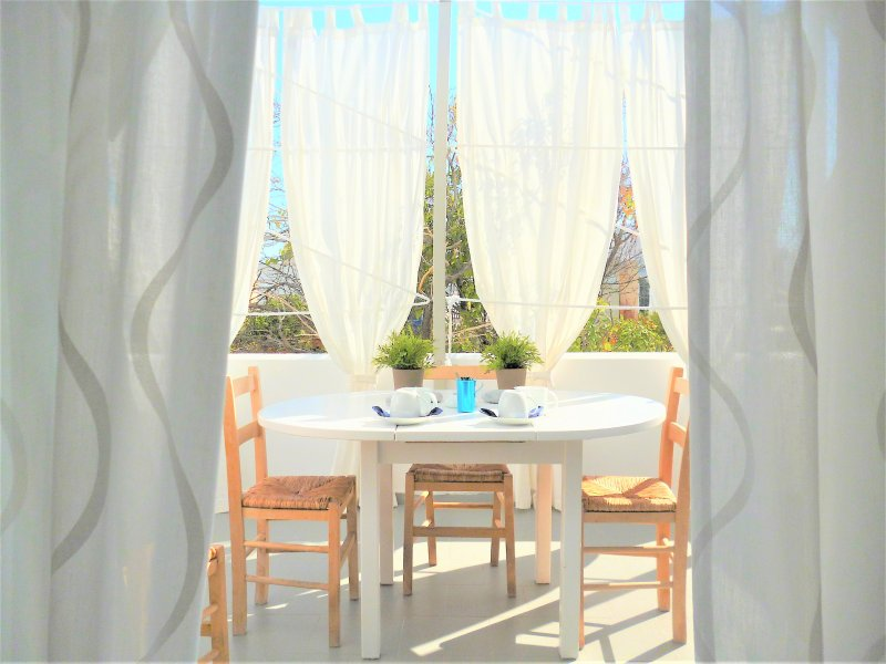 Terrace with: table and chairs for 5 persons, 2 sunbeds,exterior's curtains