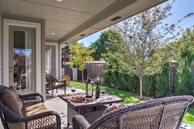 Trouvez votre prochaine maison loin de la maison dans cette maison de vacances de location de 3 chambres à Garden City!