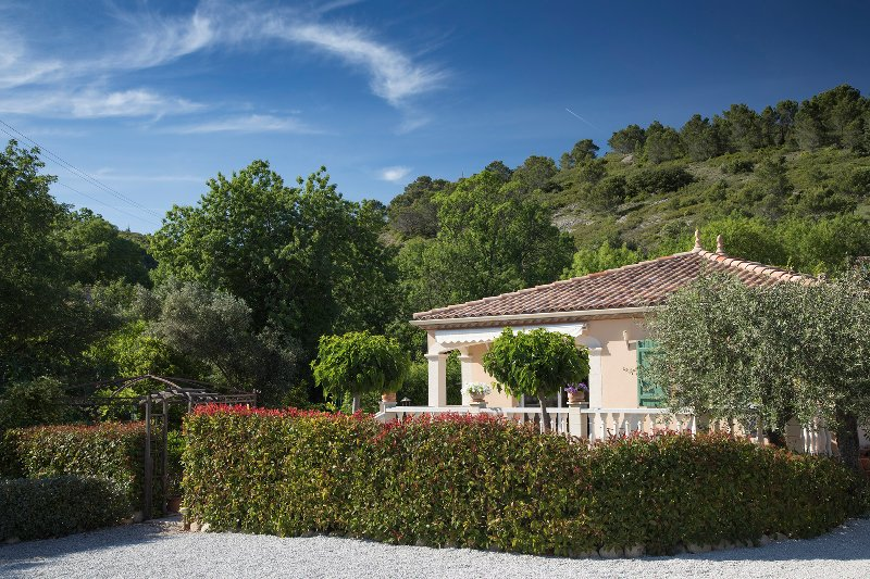 Villa Lucques. Fully air conditioned with private parking and shared pool., location de vacances à Quarante